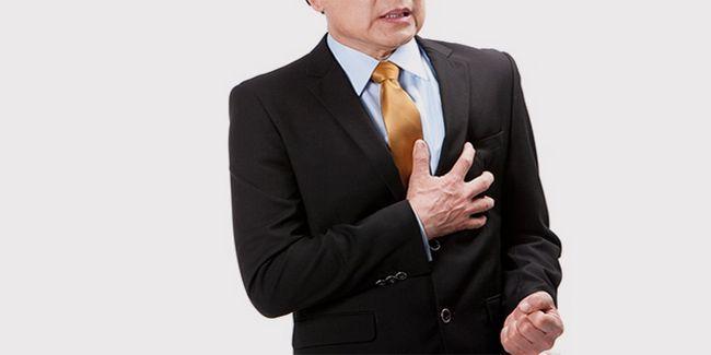 У чоловіка біль в області серця