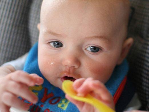 Чем кормить ребенка 6 месяцев?
