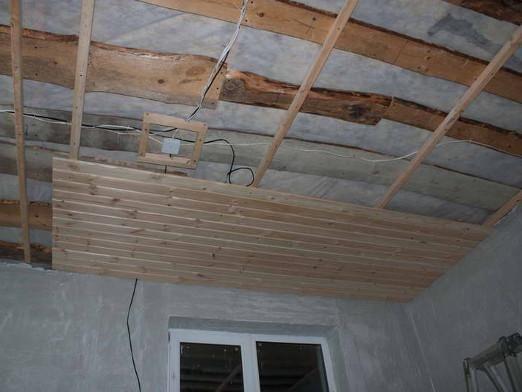 Чем обшить потолок?