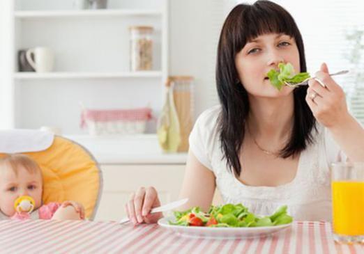 Чим харчуватися мамі, що годує?