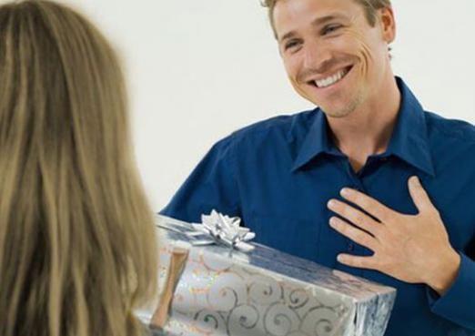 Что можно подарить мужчине?