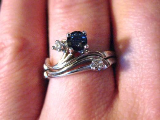 Что означают кольца на пальцах?