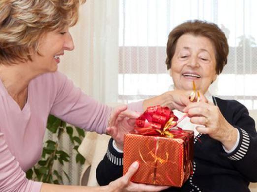 Что подарить на юбилей женщине?