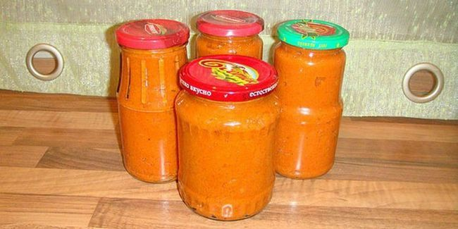 Кабачкова ікра з майонезом і томатною пастою