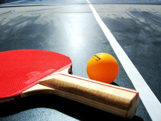 Как играть в настольный теннис?