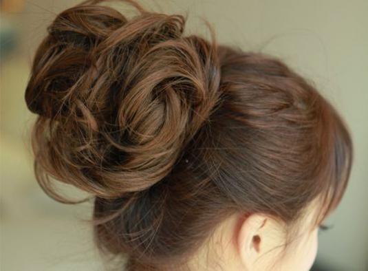 Как красиво сделать пучок из волос?