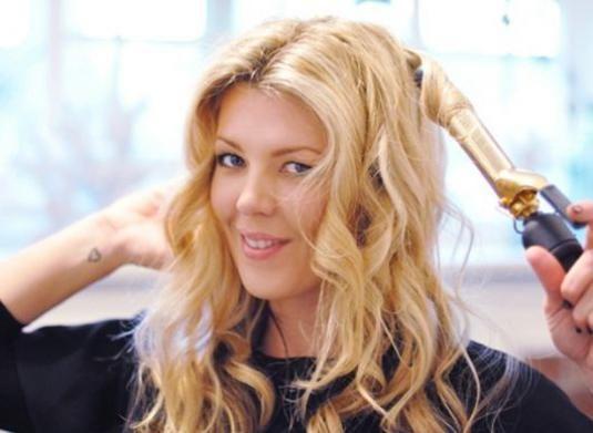 Как красиво завить волосы?