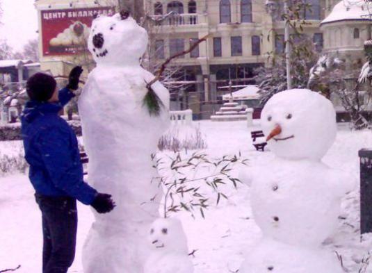 Как лепить снеговика?