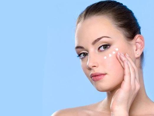 Як наносити крем навколо очей?