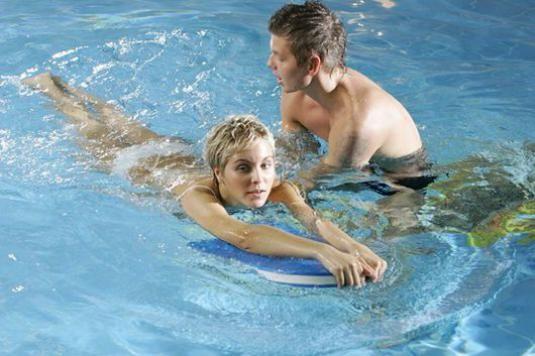 Как научиться взрослому плавать?