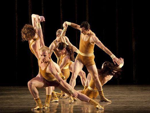 Как назвать танец?