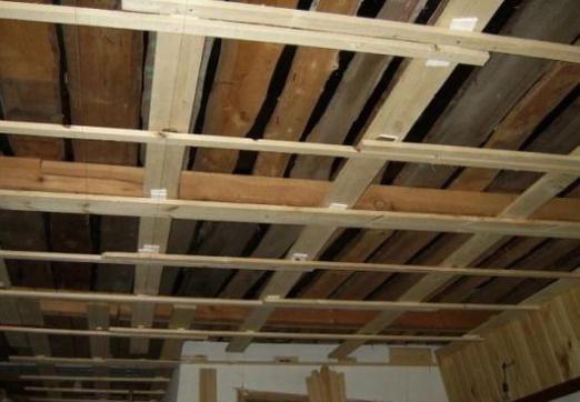 Как обшить потолок?