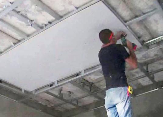 Как одному сделать потолок из гипсокартона?