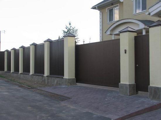 як побудувати паркан з профнастилу своїми руками