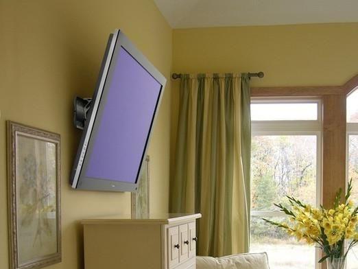 Как повесить на стену телевизор?