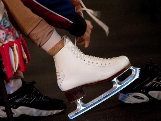 Как правильно шнуровать коньки?