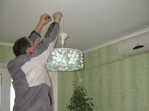 Как прикрепить к потолку?