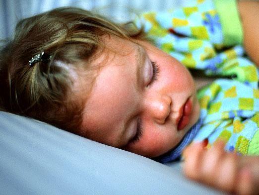 Как приучить спать в кроватке?