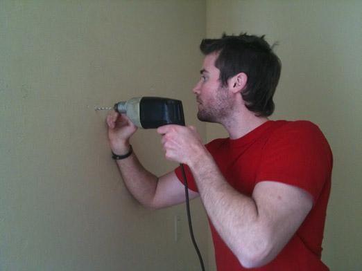Как просверлить стену?
