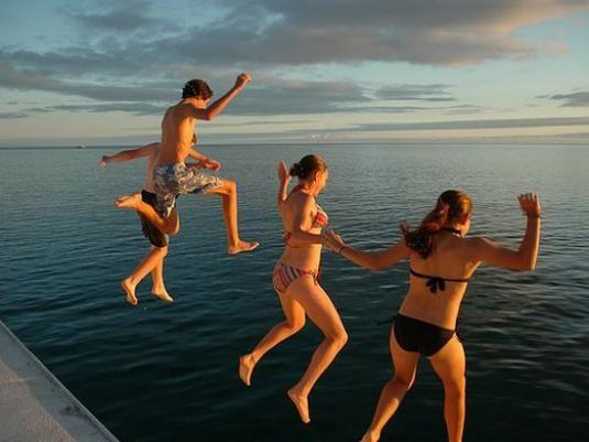 Как прыгать в воду?
