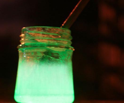 як зробити світиться воду вдома