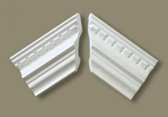 Как сделать угол потолочного плинтуса?
