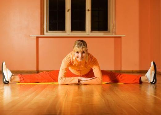 Как сесть на шпагат в домашних условиях?