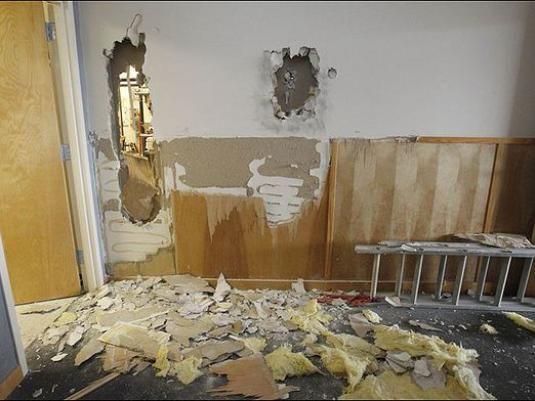 Как сломать стену?