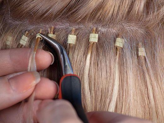 Як зняти нарощені волосся?