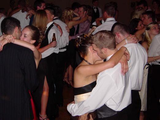 Як танцювати повільний танець?