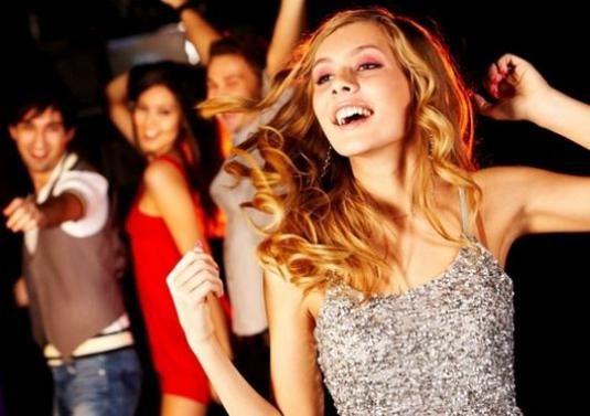 Как танцевать в клубе девушке?
