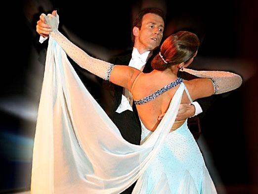 Как танцевать вальс?