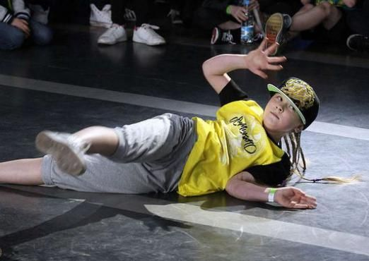 Как танцуют брейк-данс дети?
