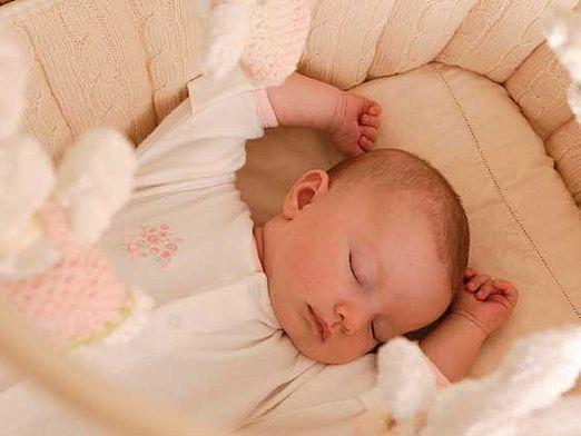 Как укладывать новорожденного?