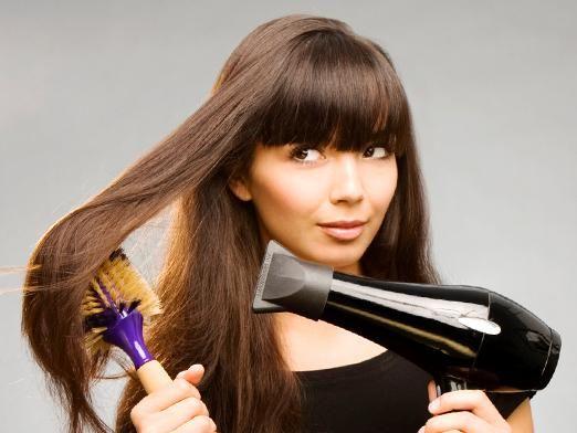 Как укладывать волосы феном?