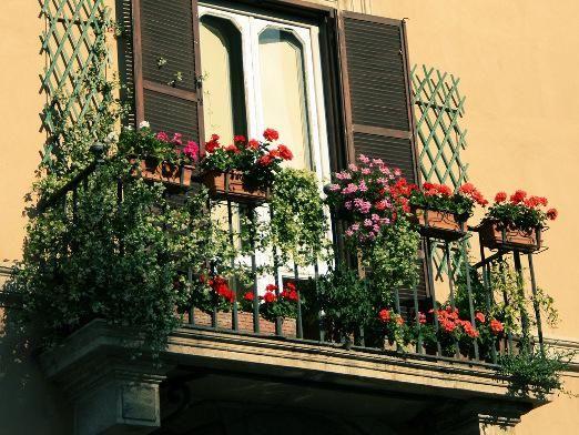 Як прикрасити балкон?
