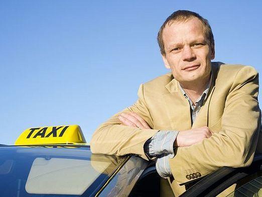Как устроиться в такси?