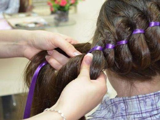 Как вплести ленту в косу?