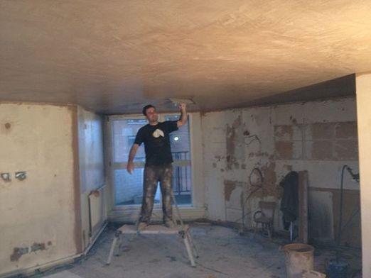 Как выровнять потолок?