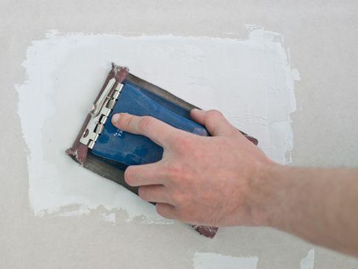 Как заделать дыру в стене?