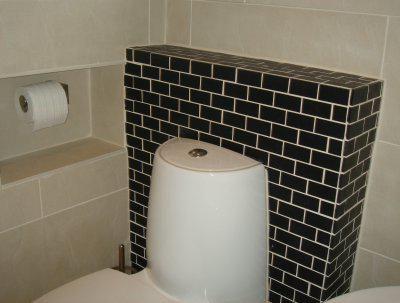 короб для труб в туалеті