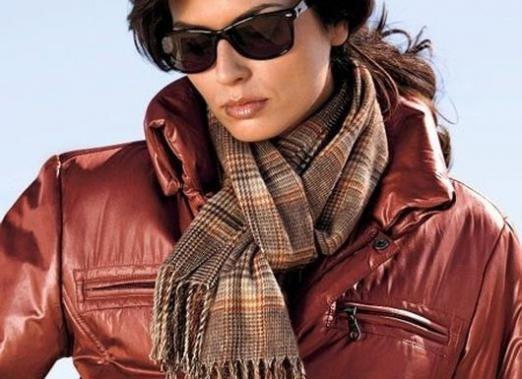Как завязать шарф на куртке?