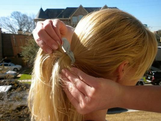 Как завязать волосы?