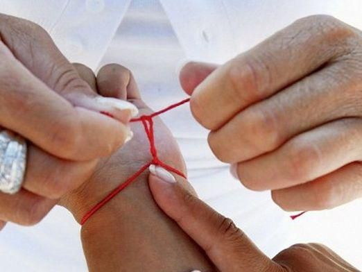 Как завязывать красную нить?
