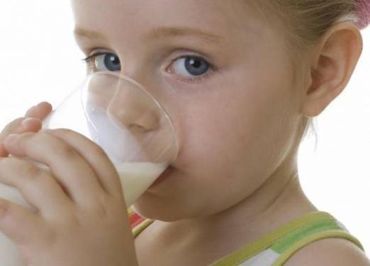 Когда давать молоко ребенку?