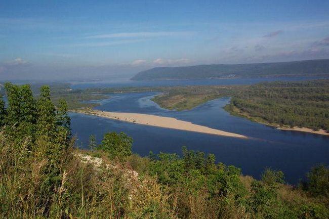 де початок річки Волга і куди впадає