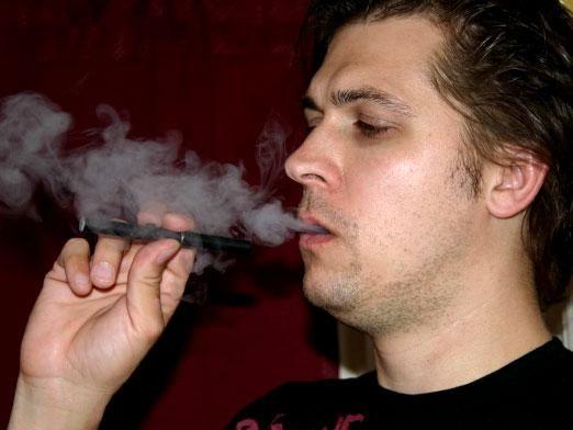 Можно ли курить в подъезде?