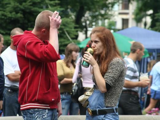 Можно ли пить на улице?