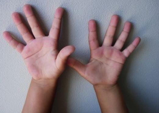 На какой руке смотреть линии?