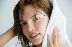 Кориця з медом ефективно освітлює волосся